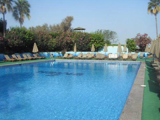 Bin Majid Beach Resort : Бассейн