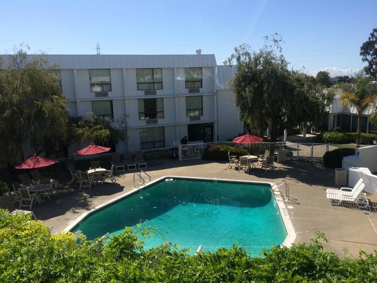 Motel 6 San Francisco - Redwood City: 3階の部屋から中庭