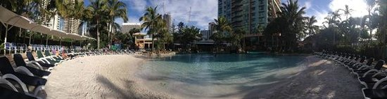 Mantra Crown Towers: Amazing Pool Area