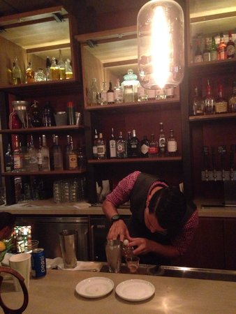 Siro Urban Italian Kitchen : The bartenders here are on point.  Very precise and well educated in mixology.