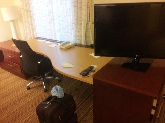 Residence Inn Denver North/Westminster: Work Desk + T.V