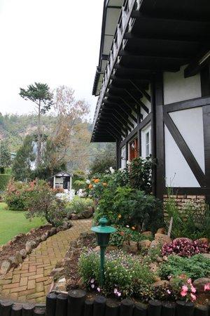 Glendower Hotel: Garden & Mountain View