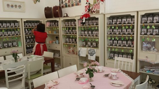 High Tea Licious Cafe: lots of tea to choose from