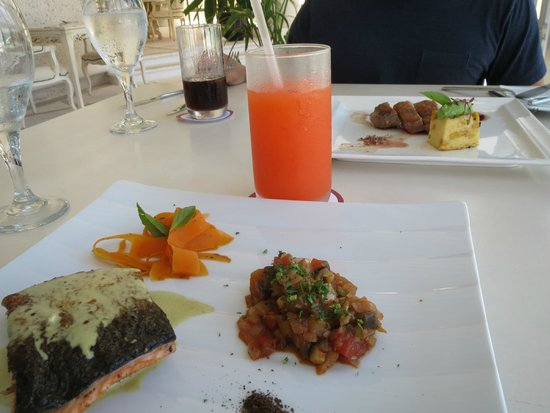 Sandos Cancun Lifestyle Resort: Seasons !