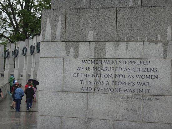 Monumento Nacional de la Segunda Guerra Mundial: Meaningful quotes on the bricks