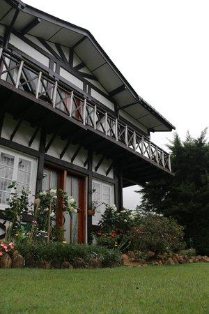 Glendower Hotel: Hotel View from the Garden