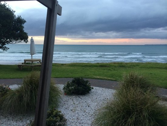 Papamoa Beach Resort: The porch of our beachfront villa