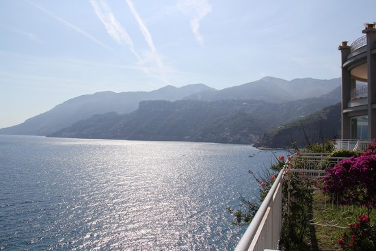 Hotel Club Due Torri: The view from the terrace to Amalfi.