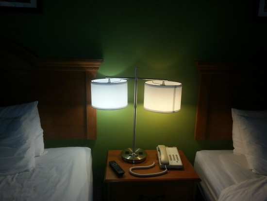 Sleep Inn And Suites: Different lights and the shapes kept falling off