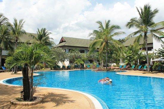 First Bungalow Beach Resort: Бассейн