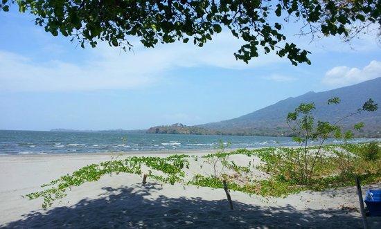 Xalli Ometepe Beach Hotel: Playa Frente al Hotel