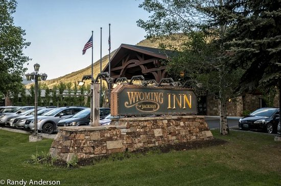 Wyoming Inn of Jackson Hole: View of the hotel from the street