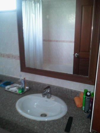 First Bungalow Beach Resort : Ванная комната