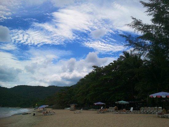First Bungalow Beach Resort : Пляж