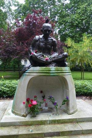 Tavistock Square: Gandhi Statue (2)