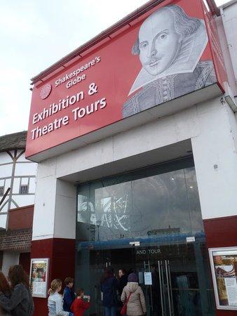 Shakespeare's Globe Theatre : Entrance