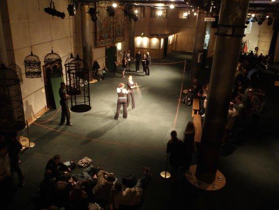 Shakespeare's Globe Theatre : Swordplay lessons