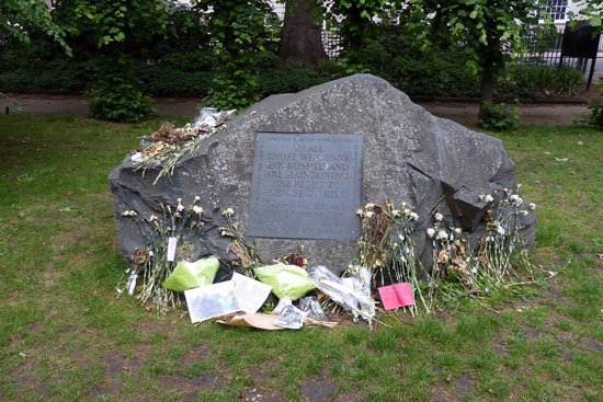 Tavistock Square: Stone memorial to conscientious objectors