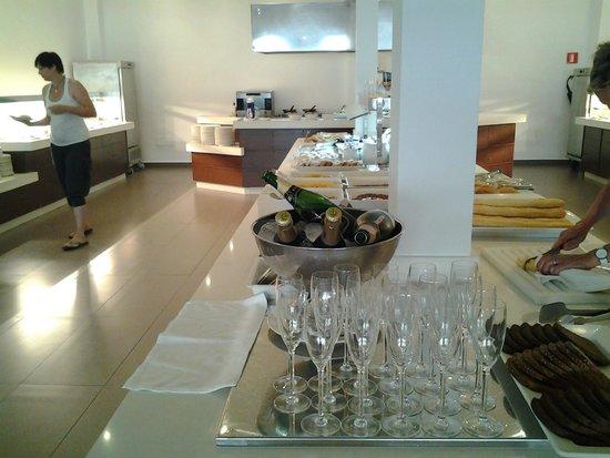 Las Gaviotas Suites Hotel : ontbijt met cava