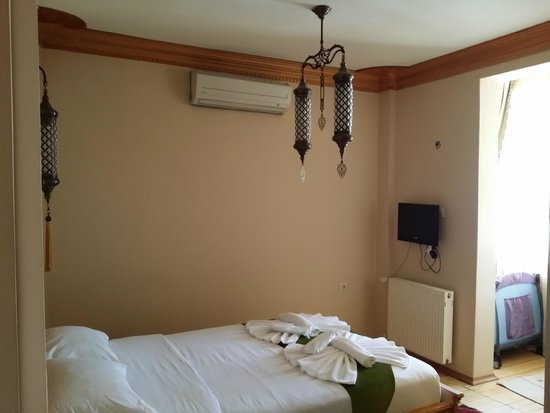 Sultan Corner Hotel: Стандартный номер. Есть кроватка для ребёнка.