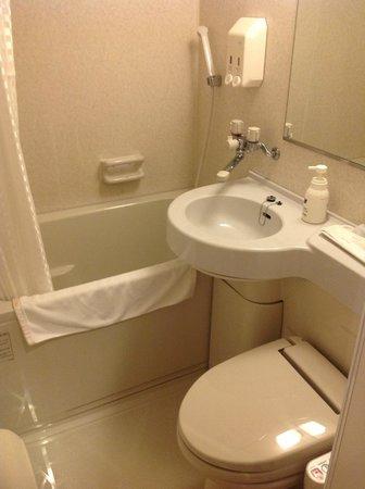 Naha Beach Side Hotel: ванная комната