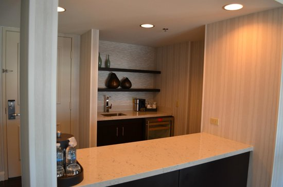 Manchester Grand Hyatt San Diego : Small Partial Kitchen Area