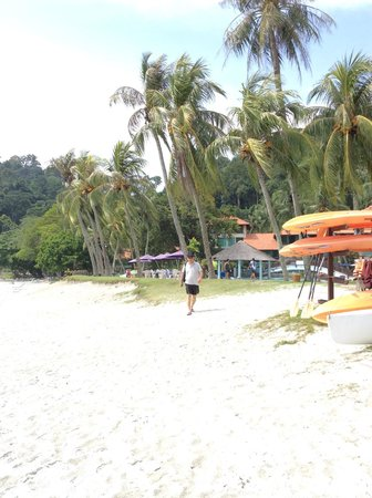 Pangkor Island Beach Resort: Clean and white sand on the beach