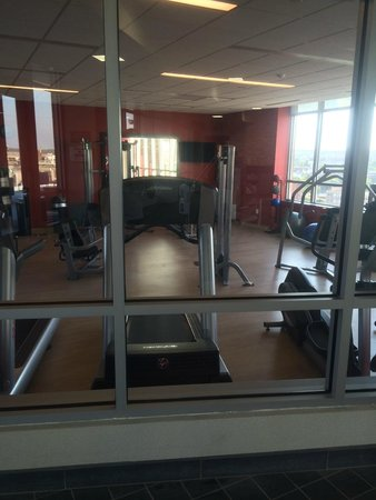 Cambria hotel & suites Washington DC Convention Center : Enclosed gym located on roof