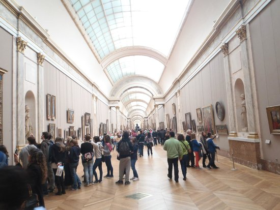 Musee du Louvre: Huge, but does get crowded