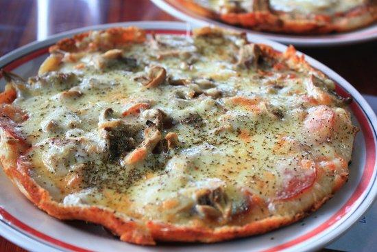 Pizzeria Bella Selva: Small pizza, big taste, terrific crust