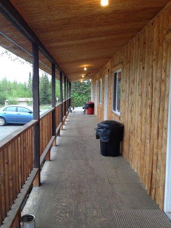 Nelchina Lodge : Backside of main lodge