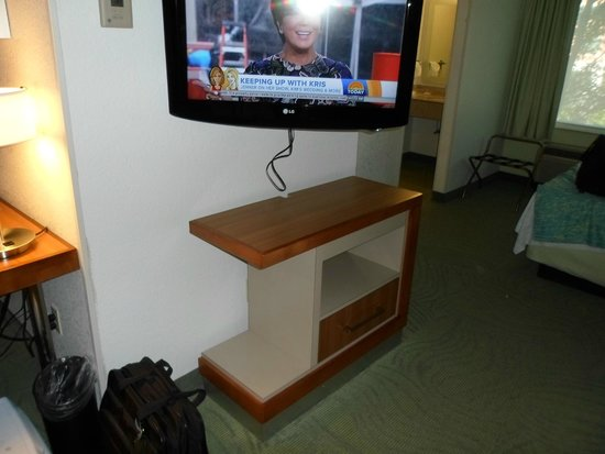 SpringHill Suites Portland Airport: Wasted space again. The old bureau was more practical and held clothes.
