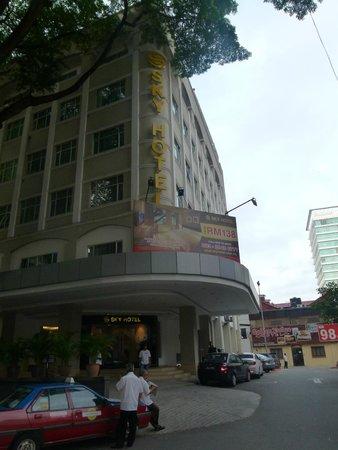 Sky Hotel Bukit Bintang: outside