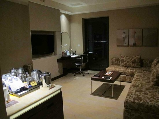 Sheraton Nha Trang Hotel and Spa: in room lounge room