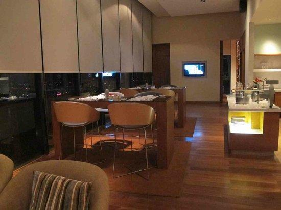 Sheraton Nha Trang Hotel and Spa: club lounge 2