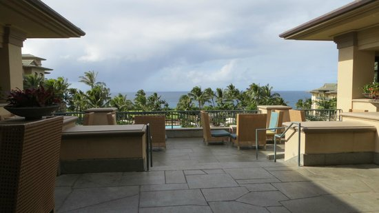 The Ritz-Carlton, Kapalua: Patio by the Lobby