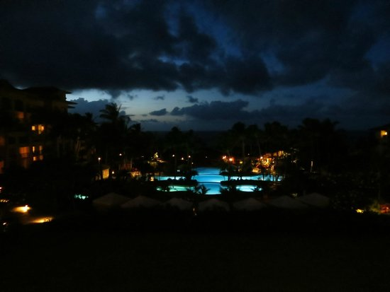 The Ritz-Carlton, Kapalua: Pool at night