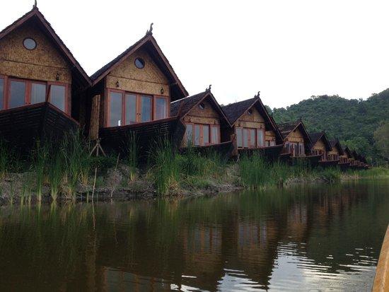 Pristine Lotus Resort : Watefront bungalows