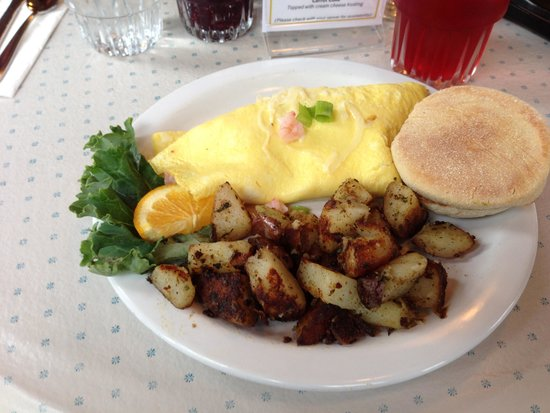 Lazy Susan Cafe: Shrimp Scatter Omelette
