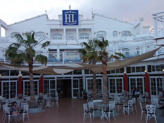 Aparthotel Paradise Island : nous avons mangé en terrasse tous les jours