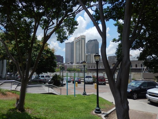 New Orleans Marriott : see the Marriot from river front