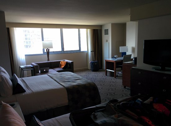 Wyndham Grand Chicago Riverfront : Giant room