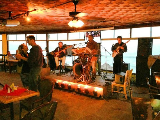 The Lighthouse Sports Bar & Restaurant: live bands