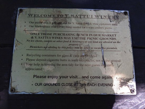 V. Sattui Winery: Rules posted to each picnic table.