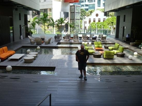 Studio M Hotel: pool area is very relaxing