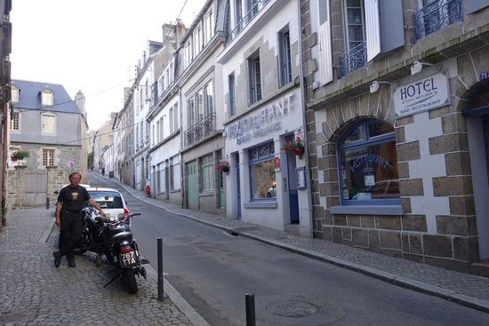 Hotel Restaurant Saint-Melaine : Central but quiet street location