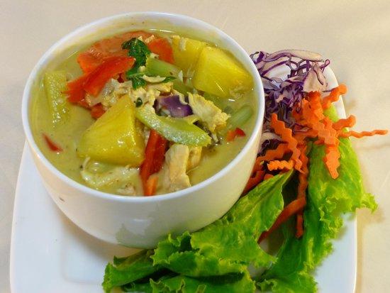 Tuk-Tuk Thai Food Truck: Pineapple Curry