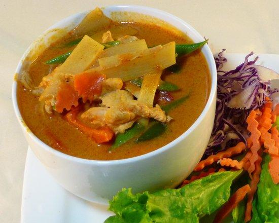 Tuk-Tuk Thai Food Truck: Red Curry