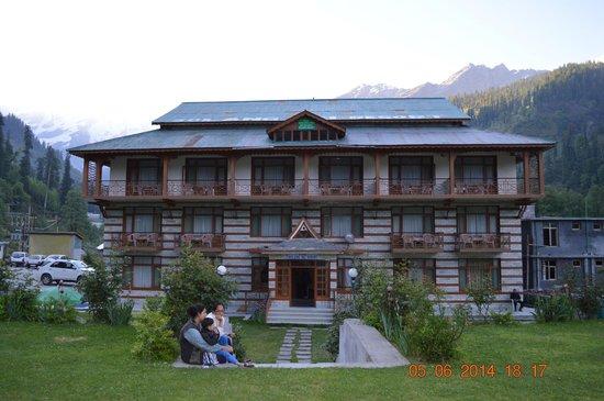 Solang Ski Resort: Resort front area