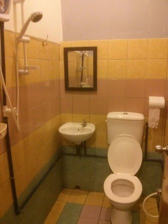 Summer Beach Lodge : Toilet + bathroom.. :)